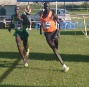 Amos Maiyo and Hillary Tonui in a photo finish at Hulamin 2011 (Amos in Orange)
